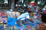 Pedagang mainan padati pasar Pasaman Barat