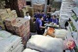 Berani menimbun bahan pokok didenda Rp50 miliar