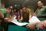 Kemenko Kesra Serahkan PNPM Mandiri Rp 2,5 M Untuk Sulut