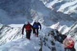 Dua pendaki puncak Everest kembali ke Indonesia