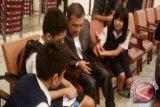Pelajar SMP wawancarai anggota DPRD Sulut
