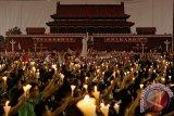 Warga Hong Kong peringati tragedi Tiananmen dengan menyalakan lilin