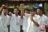 Bupati Kubu Raya Muda Mahendrawan meneriakkan semboyan Kubu Raya Untuk Indonesia guna menyemangati atlet sepak bola.