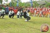 Atraksi brigedance meriahkan pembukaan soccer competition.