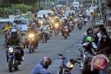 Pemudik bersepeda motor dari Bakauheni dikawal polisi