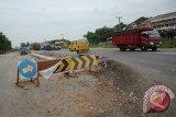 Jalan lintas Sumatera Bakauheni Lamsel ambrol
