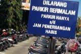 Penagih utang alih profesi jaga parkir