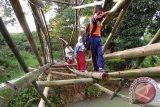 Meniti Jembatan Bambu