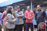 Menristek Meninjau Lokasi pengeboran Dan Pemanfaatan Air Di Desa Rege Lestari Kec. Teluk Sampit