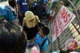 Siswa Diliburkan Karena Sekolah Disegel