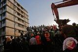 Korban tewas akibat bangunan ambruk di India jadi 35 orang