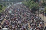 Ribuan Orang antar Jenazah Uje ke Pemakaman