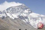 Pendaki gunung baku hantam di puncak Everest