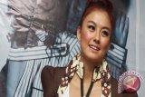 Agnes Monica Pemegang Saham Produk Telekomunikasi