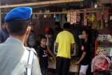 Polisi Pamong Praja Tertibkan Pedagang Sayur