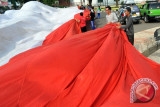 Pedagang di Palembang obral pernik HUT RI