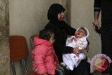 Bayi Kelaparan, Perempuan Cedera Penuhi RS di Suriah