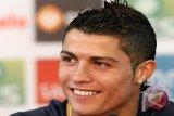 Ronaldo Biayai Operasi Otak Seorang Bayi
