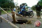 Awas Jalintim Sumatera Palembang-Betung ambrol