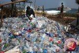 Perusahaan Ghana ubah limbah plastik  jadi bata trotoar