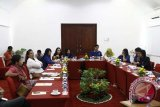 Para calon legislatif perempuan multipartai di Bali menggelar diskusi