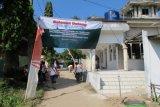 Direksi, serikat pekerja Indocement Unit Pabrik Citeureup,Kabupaten Bogor, Jawa Barat,kepala desa dan masyarakat desa binaan melakukan aksi bersih-bersih masjid dan mushala menyambut datangnya Ramadhan 1435-Hijriah, Sabtu (21/6).  ANTARA FOTO/HO-Humas Indocement/Andi Jauhari