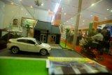 Warga mengunjungi sejumlah gerai pengembang dalam Pameran Rumah Rakyat 2014 di JCC, Jakarta, Rabu (3/9). Pameran rumah subsidi yang diselenggarakan oleh Kementerian Perumahan Rakyat itu berlangsung hingga 7 September 2014. ANTARA FOTO/Ismar Patrizki/ed/mes/14.