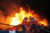 Lilin Sambar Bensin, Rumah dan Penghuni Terbakar
