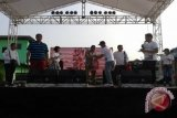 Telkomsel serahkan ratusan rompi ke Polda Sulut
