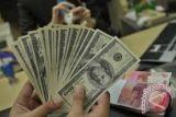 Dolar raih pijakan ketika inflasi menekan prospek suku bunga