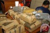 Polisi Tangkap Pembawa 54 Bal Ganja