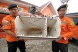 SAR Palu masih temukan serpihan pesawat AirAsia