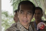 Presiden Terima Kopiah Meukeutop dan Senjata Tradisional Aceh