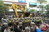 Karyawan hadang eksekusi Gedung Xl Yogyakarta