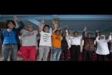Sejumlah menteri dan anggota Grup Slank (dari kanan-kiri), Menteri Sosial Khofifah Indar Parawansa, Menteri Pariwisata Arief Yahya, Kepala Badan Narkotika Nasional (BNN) Anang Iskandar, Ivanka, Kaka, Bimbim, Komedian Jody Sumantri, dan Musisi Abdee Negara mengangkat tangan bersama usai konferensi pers tentang konser menjelang KAA 2015, di markas Slank, Jakarta, Senin (13/4). Konser di Gelora Bung Karno pada Minggu (19/4) tersebut juga mengampanyekan 'Say No to Drugs'. ANTARA FOTO/Rosa Panggabean/ama/15.
