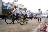Polresta Bandarlampung semprotkan disinfektan pada sejumlah jalur khusus sepeda