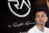 Selebriti Raffi Ahmad berpose usai konferensi pers peluncuran R.A Jeans by Raffi Ahmad di Egomi Denim, Jakarta, Rabu (7/10). ANTARA FOTO/Gohitzz/Anggit Benardi/aww/15.
