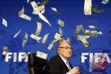 Mantan Pemain Spurs Siap Calonkan Diri Ganti Sepp Blatter