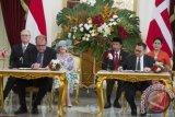 Presiden Jokowi dan Ratu Denmark Berbicara Batik