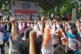 Puncak peringatan Hari Kesehatan Nasional (HKN) ke-51 di Kota Bogor diperingati dengan mengajak warga terapkan perilaku hidup sehat dengan senam dan jalan sehat yang diikuti ratusan warga. (Foto Antara/ Laily Rahmawati).