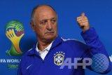 Pelatih Guangzhou Luiz Scolari Tak Gentar Hadapi Barcelona