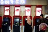 Cek saldo dan tarik tunai ATM Himbara kini dikenakan biaya