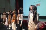 Uniqlo Berkolaborasi dengan Perancang Muslim Hana Tajima