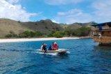 Mereka Jaga Betul Pantai Merah Pulau Komodo!