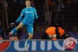 Rusia izinkan fans nonton sepak bola di stadion bulan depan