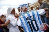 Lionel Messi Kirimkan Kausnya Kepada Penggemar Cilik Di Afghanistan