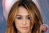 Miley Cyrus bersumpah tinggalkan Amerika jika Donald Trump jadi presiden