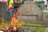 Warga Tionghoa Mulai Laksanakan Ritual Ceng Beng, Doakan Arwah Leluhur