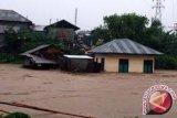 Delapan wartawan terjebak banjir bandang