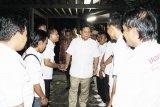 Ketua Umum Partai Gerindra, Prabowo Subianto menyambut kedatangan pengurus Baldatun Center Sukabumi pada acara pembekalan dan penunjukan Baldatun Center menjadi inovator Koperasi Garudayaksa Nusantara (KGN) Sukabumi.  (Foto Humas Baldatun Center).